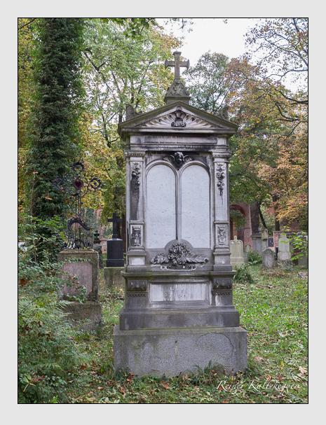Grab der Familie Adler auf dem Alten Südfriedhof München (Oktober 2014)