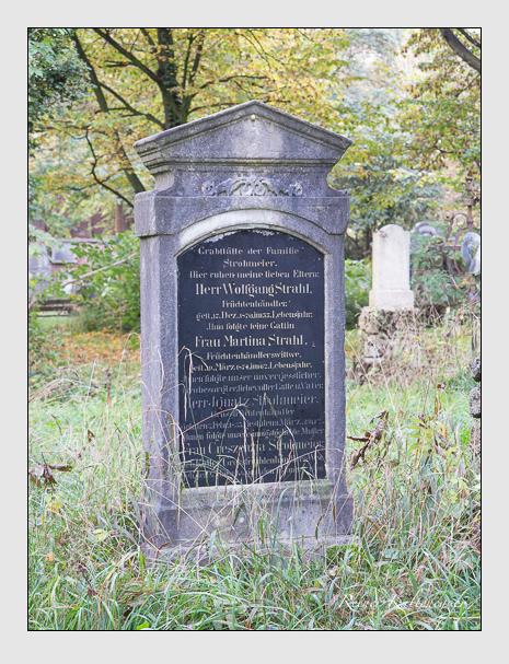 Grab der Familien Strahl & Strohmeier auf dem Alten Südfriedhof München (Oktober 2014)