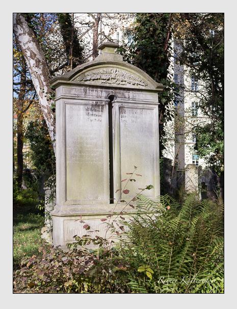 Grab der Familie Schroll auf dem Alten Südfriedhof München (November 2014)