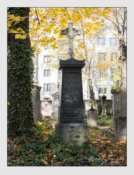 Grab der Familien Seckendorff & Stowitzer auf dem Alten Südfriedhof München (November 2014)