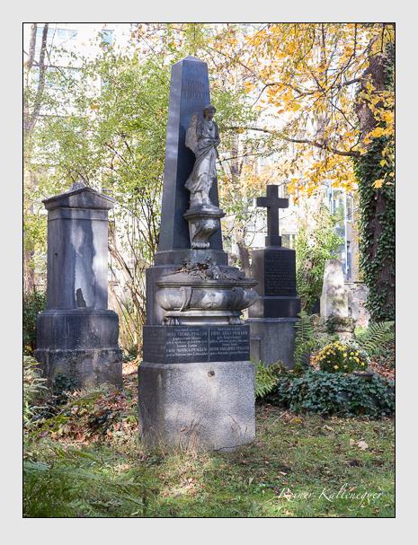 Grab der Familien Pfaller · Pfeifer · Schneider auf dem Alten Südfriedhof München (November 2014)