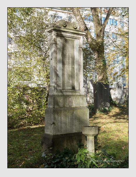 Grab der Familie July auf dem Alten Südfriedhof München (November 2014)