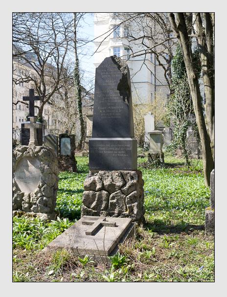Grab der Familie Schnitzler auf dem Alten Südfriedhof München (April 2015)