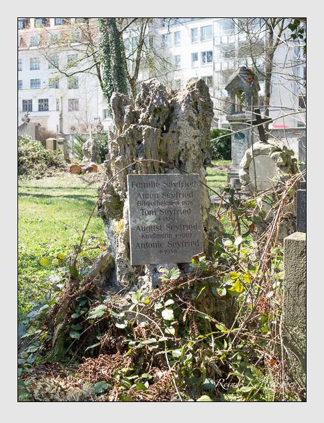 Grab der Familie Seyfried auf dem Alten Südfriedhof München (April 2015)