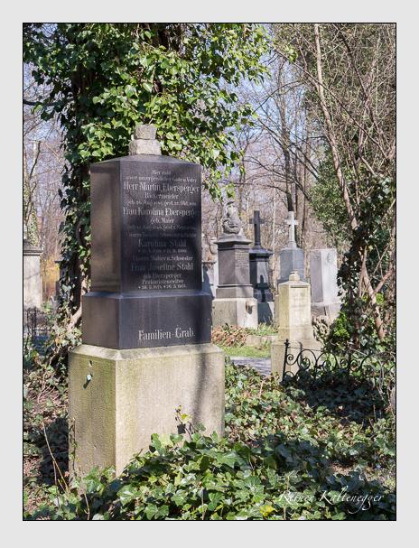Grab der Familien Ebersperger · Stahl auf dem Alten Südfriedhof München (Mai 2015)