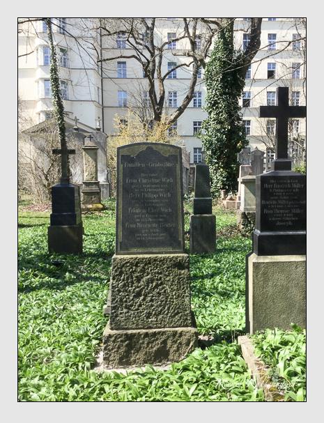 Grab der Familien Reuter & Wich auf dem Alten Südfriedhof München (April 2015)