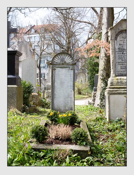 Grab der Familien Schneider · Wolfmüller auf dem Alten Südfriedhof München (April 2015)