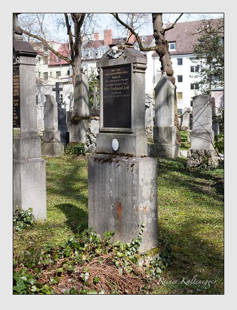Grab der Familie Jodl auf dem Alten Südfriedhof München (April 2015)