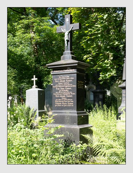 Grab der Familien Kaiser & Wetzel auf dem Alten Südfriedhof München (Juni 2015)