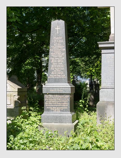 Grab der Familie Greil auf dem Alten Südfriedhof München (Juni 2015)