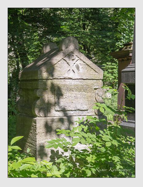 Grab der Familie Deutelmoser auf dem Alten Südfriedhof München (Juni 2015)