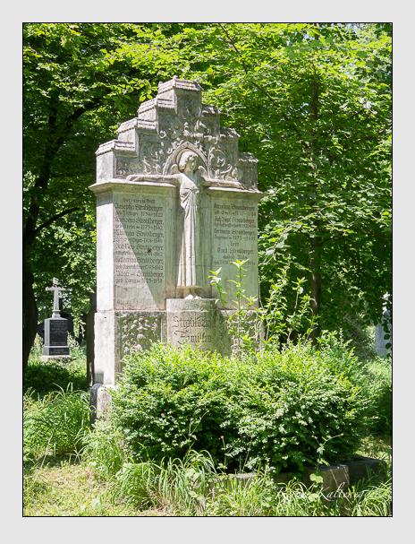 Grab der Familie Stroblberger auf dem Alten Südfriedhof München (Juni 2015)