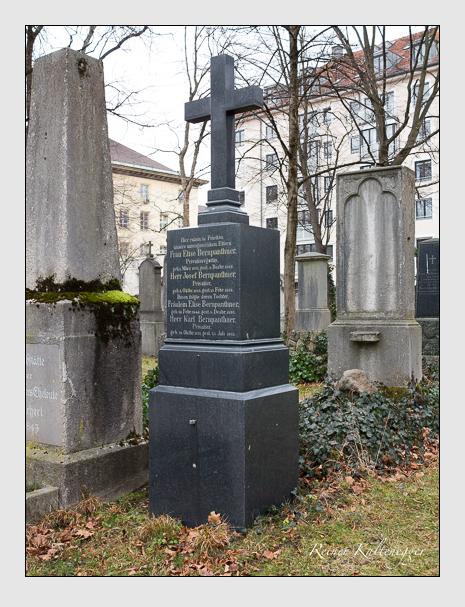 Grab der Familie Bernpanthner auf dem Alten Südfriedhof München (Dezember 2015)