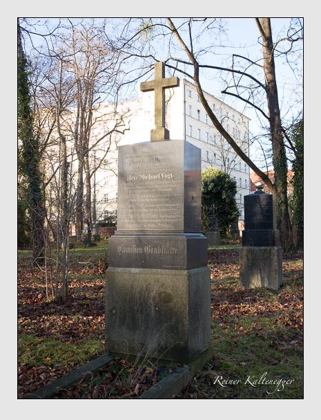 Grab der Familien Baron & Schnitzer & Vogt auf dem Alten Südfriedhof München (Dezember 2015)