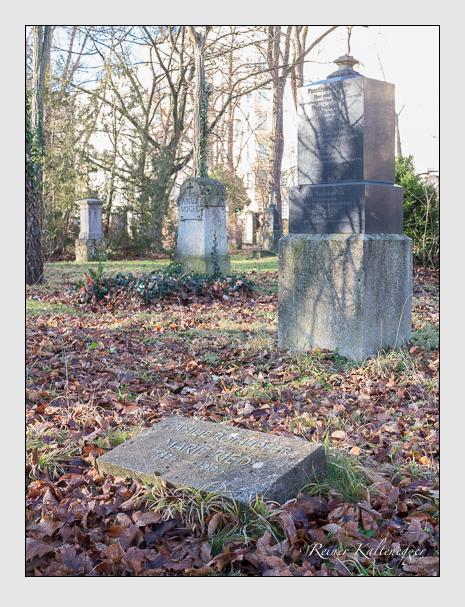 Grab der Familien Ried · Rothhofer auf dem Alten Südfriedhof München (Dezember 2015)