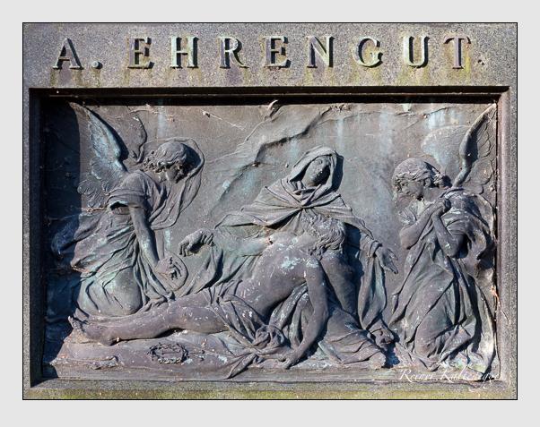 Grab der Familie Ehrengut auf dem Alten Südfriedhof München (Dezember 2015)