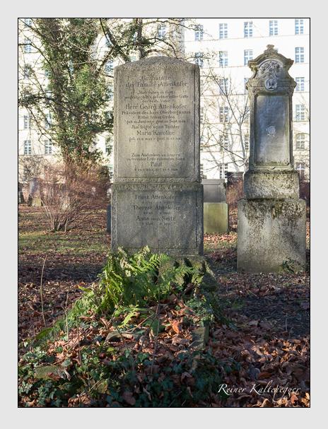 Grab der Familien Attenkofer & Seitz auf dem Alten Südfriedhof München (Dezember 2015)