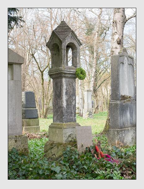 Grab der Familie Burger auf dem Alten Südfriedhof München (März 2016)