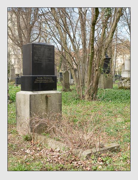 Grab der Familie Ostermeier auf dem Alten Südfriedhof München (März 2016)