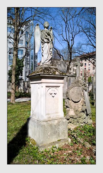 Grab der Familie Schmid auf dem Alten Südfriedhof München (April 2016)