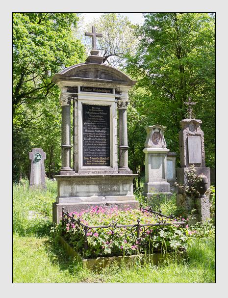 Grab der Familien Bischoff & Wohlschläger auf dem Alten Südfriedhof München (Mai 2016)
