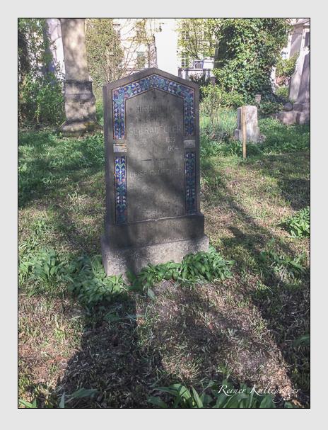 Grab der Familie Rauecker auf dem Alten Südfriedhof München (April 2017)