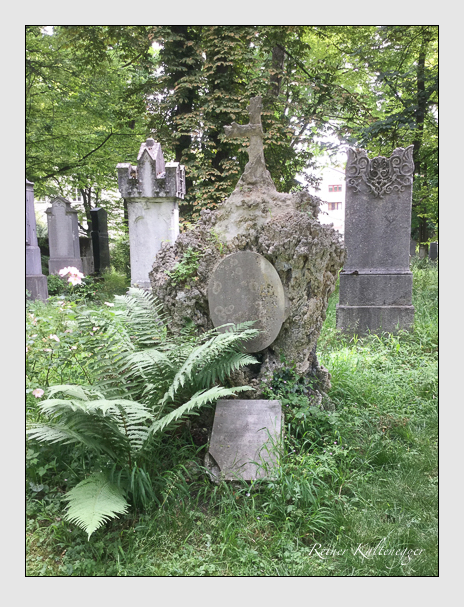 Grab der Familien Schlutt & Obermair auf dem Alten Südfriedhof München (Juni 2017)