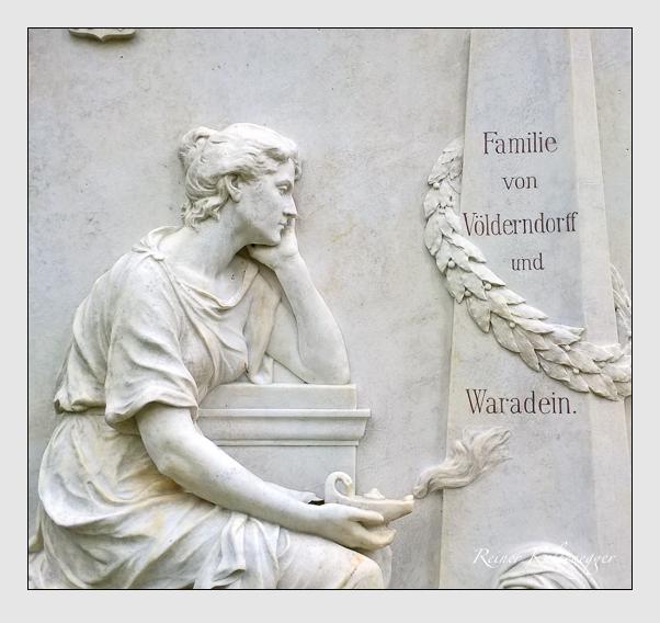 Grab der Familien Sendtner & Völderndorff-Waradein auf dem Alten Südfriedhof München (Oktober 2017)