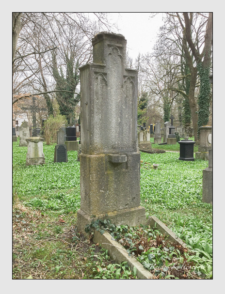 Grab der Familie Belgodére auf dem Alten Südfriedhof München (April 2018)