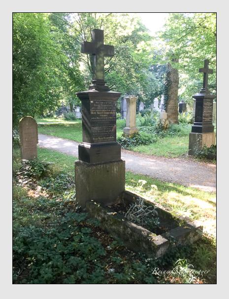 Grab der Familien Ewert · Frauenholz · Paihler auf dem Alten Südfriedhof München (August 2020)