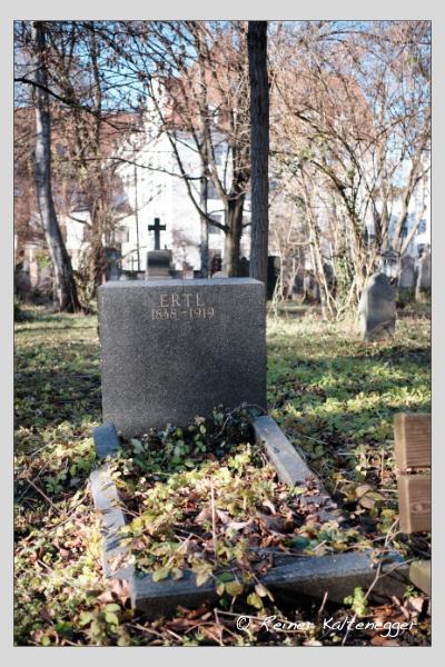Grab der Familien Ertl · Moralt auf dem Alten Südfriedhof München (Dezember 2020)