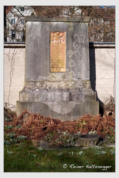 Grab der Familie Lacher auf dem Alten Südfriedhof München (Februar 2021)
