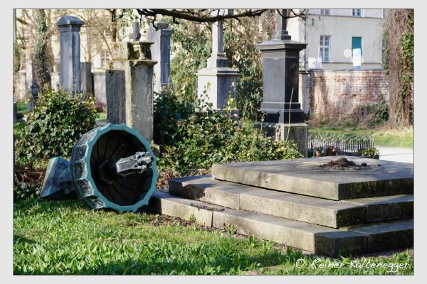 Grab der Opfer der Sendlinger Mordweihnacht auf dem Alten Südfriedhof München (29. März 2021)