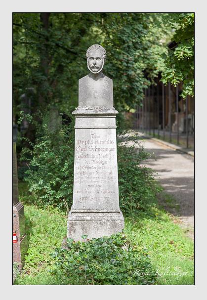 Grab der Familie Schneemann auf dem Alten Südfriedhof München (Juli 2007)