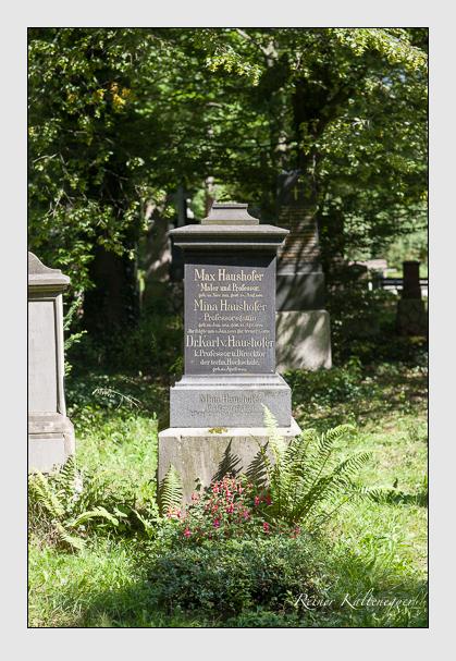 Grab der Familie Haushofer auf dem Alten Südfriedhof München (August 2007)