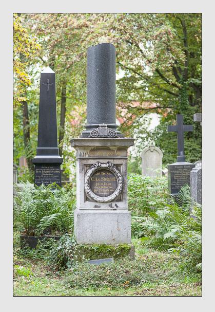 Grab der Familien Schultz & Steinheil auf dem Alten Südfriedhof München (September 2007)
