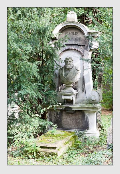 Grab der Familien Bischoff & Tiedemann auf dem Alten Südfriedhof München (Oktober 2007)
