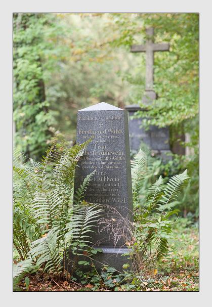 Grab der Familien Kühlwein · Wölzl auf dem Alten Südfriedhof München (Oktober 2007)
