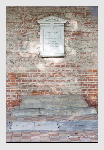 Grab der Familie Armansperg auf dem Alten Südfriedhof München (Oktober 2007)
