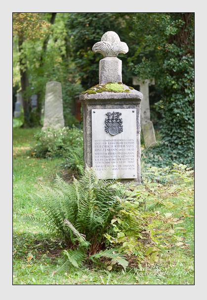 Grab der Familien Pechmann & Ringelmann auf dem Alten Südfriedhof München (Oktober 2007)