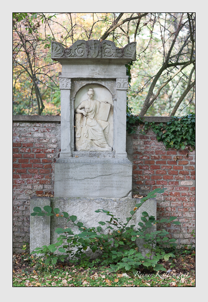 Grab der Familie zu Rhein auf dem Alten Südfriedhof München (Oktober 2007)