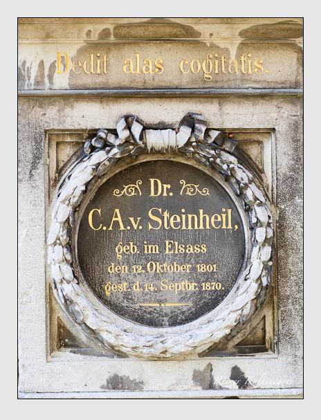 Grab der Familien Schultz & Steinheil auf dem Alten Südfriedhof München (Oktober 2007)