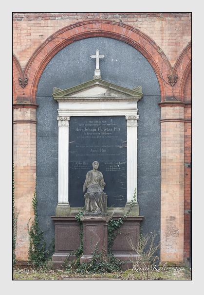 Grab der Familien Hirt · Stehle auf dem Alten Südfriedhof München (Januar 2008)