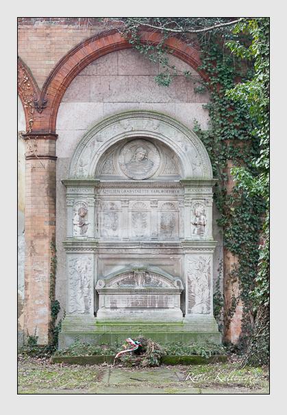 Grab der Familie Röhrer auf dem Alten Südfriedhof München (Januar 2008)
