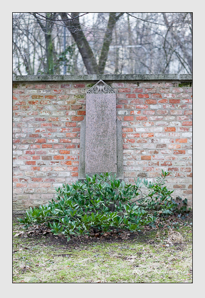 Grab der Familie Mussinan auf dem Alten Südfriedhof München (Januar 2008)