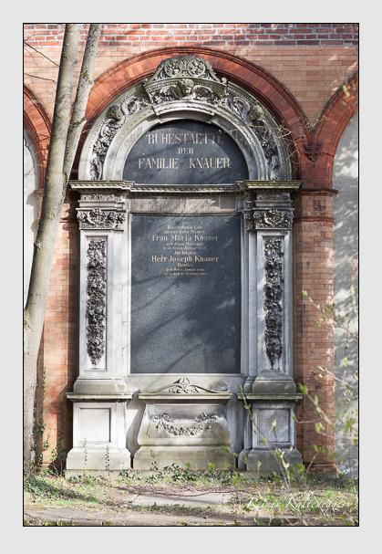 Grab der Familie Knauer auf dem Alten Südfriedhof München (März 2008)