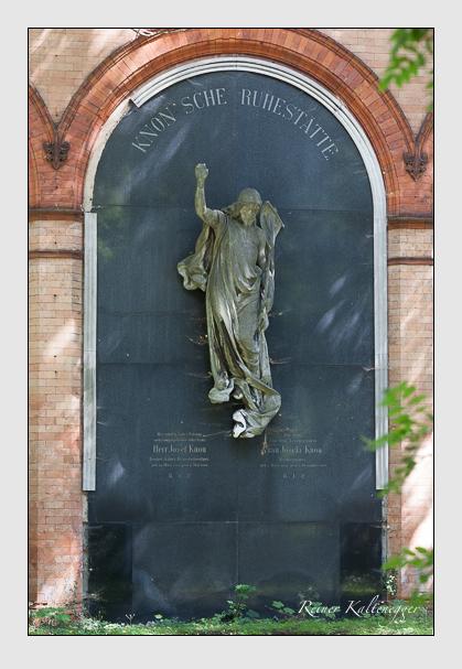 Grab der Familie Knon auf dem Alten Südfriedhof München (Juli 2008)