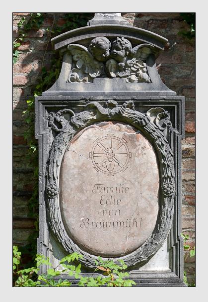 Grab der Familie Braunmühl auf dem Alten Südfriedhof München (Juli 2008)
