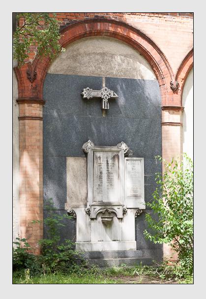 Grab der Familien Dreher & Hage & Porst & Then auf dem Alten Südfriedhof München (Juli 2008)