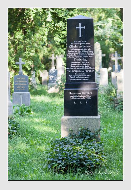 Grab der Familie Buchner auf dem Alten Südfriedhof München (Juli 2008)
